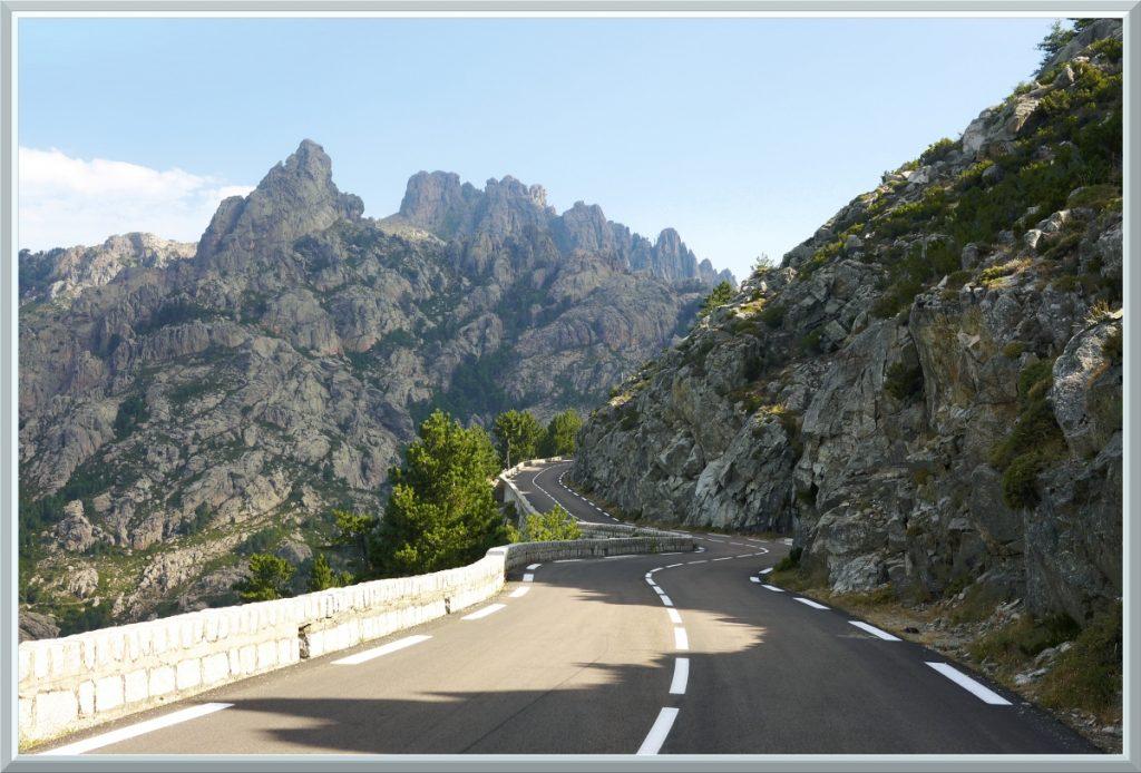 Straße zum Col de Bavella im Steinmeer