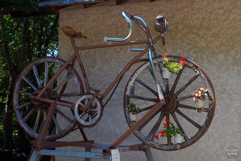 Velo mit Holzrädern, Colmars, Haute Var