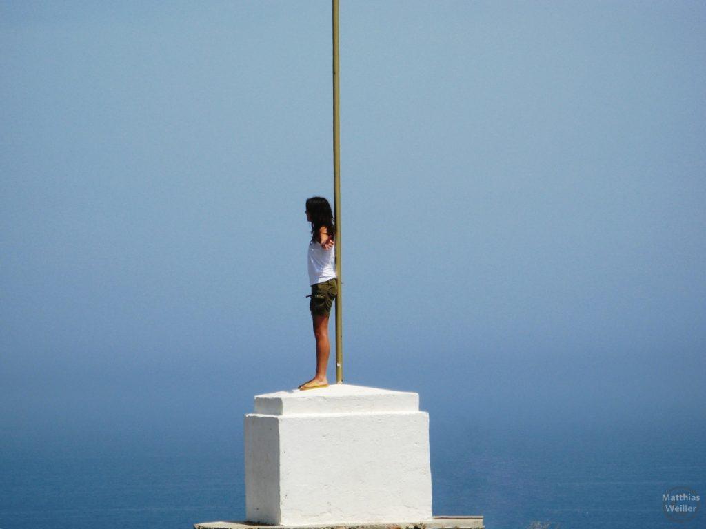 Frau am Cap Creus mit Meer