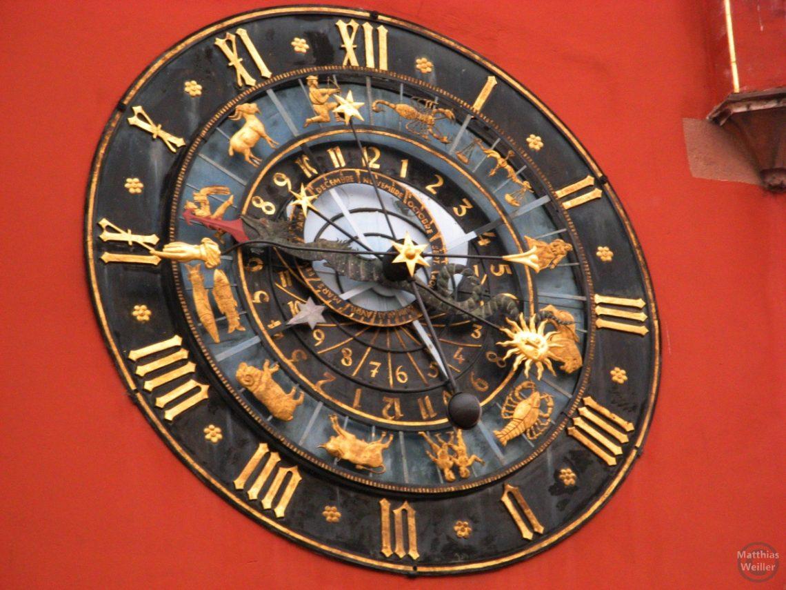 Uhr Rathaus Haguenau mit astrologischem Ziffernblatt