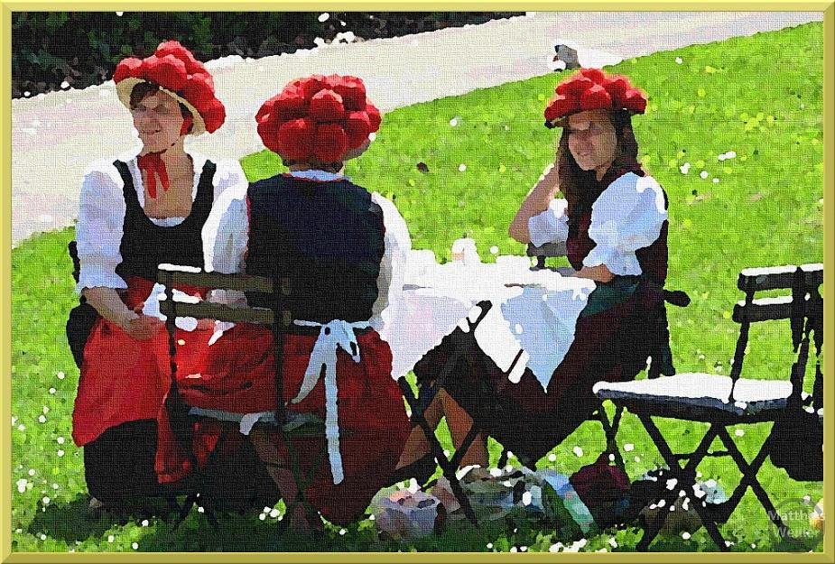 3 Bollenhutfrauen stilisiert