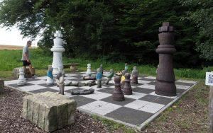 Skulptur Bauernopfer von Hinrich Zürn
