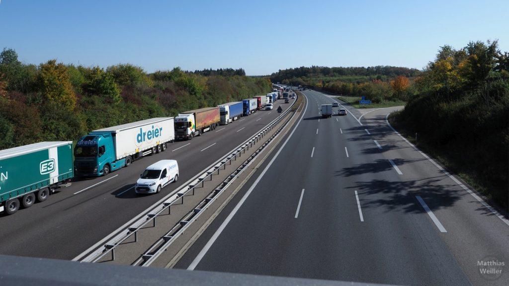 LKW-Kolonne Autobahn bei Karlsruhe-Durlach/Busenbach