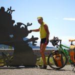 Porträt mit Rad und Gruß an Sagenfigr ausStahl, gelb/orange