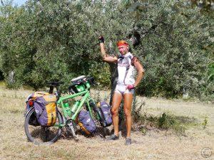 Selbstproträt mit Olivenbaum, weiß/orange