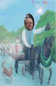 Porträt duch Guckloch mit Tafel mit Pferdewagen/Baum/Musikanten
