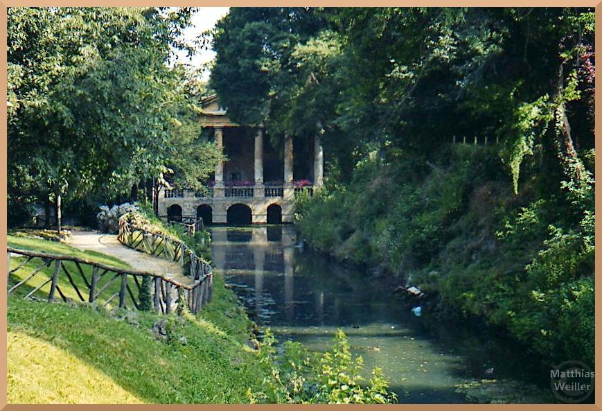vertäumter Garten mit Tempelpavillon vor Teichkanal, Giadrini Salvi, Vicenza