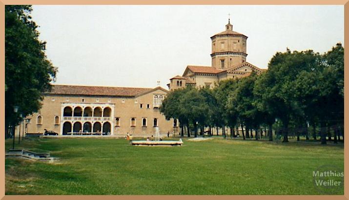 Totale von San Maria in Porto, Ravenna, mit grünem Park