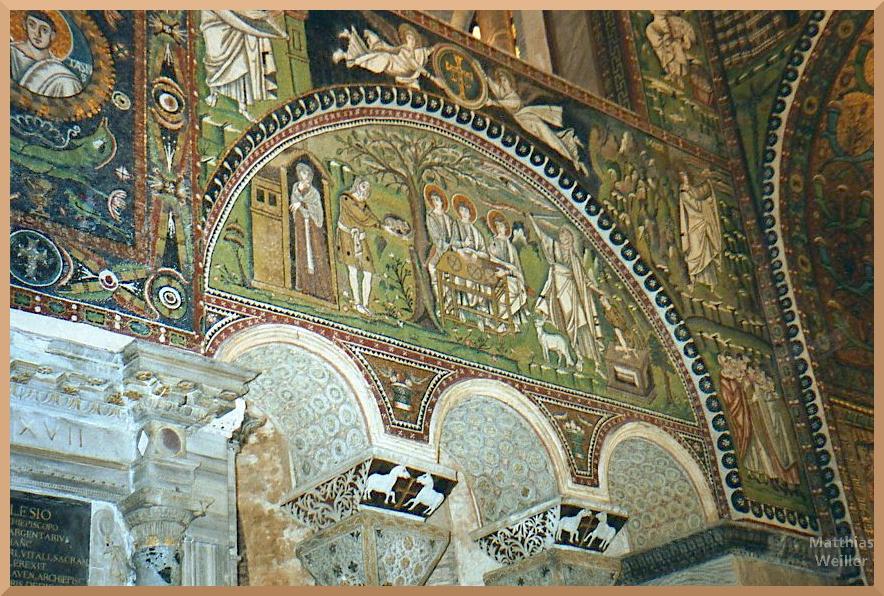 Mosaik mit grünfarbener Bibelszene in Ravenna