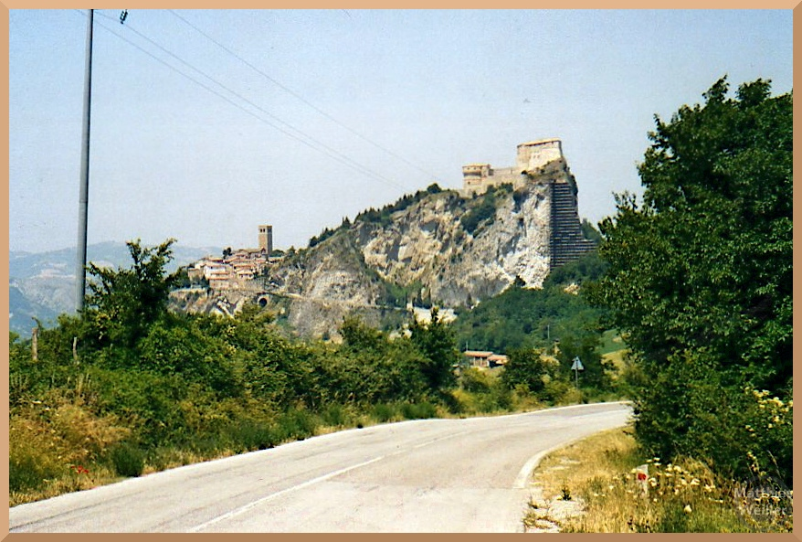 San Leo mit Festung auf Felssporn