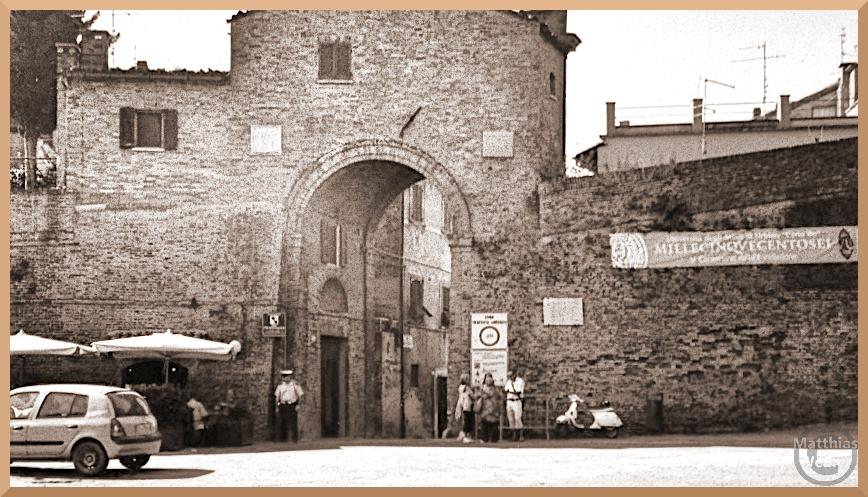 Stadttor Urbino mit Wachmann, sepiafarben