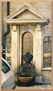 Teekannenbrunnen mit Toroartal in Macerata