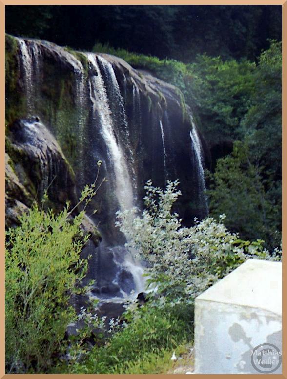 Ausschnit der Cascata delle Marmore, breiter Mehrstrahlfall
