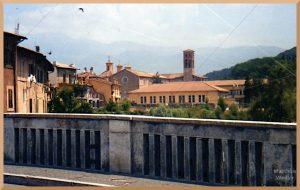 Blick auf Rieti vor Hügelketten