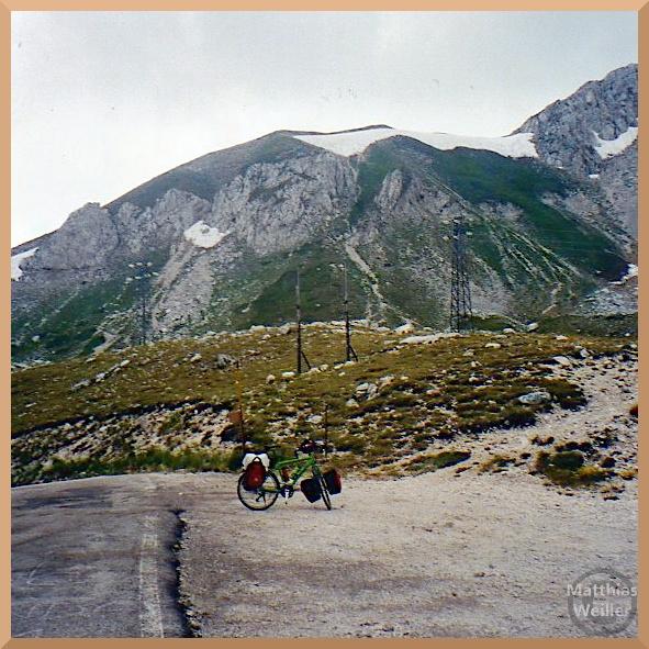 Monte Terminillo mit Schneeresten, Velo auf Sella Leonessa
