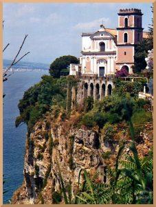 Villa auf Felssporn über Meer, Vico Equense