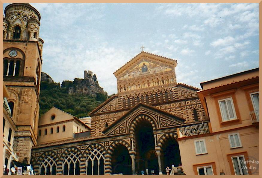 Dom von Amalfi vor Burgfels, marmorierte Muster, romanische mit gotischen Bögen verbunden