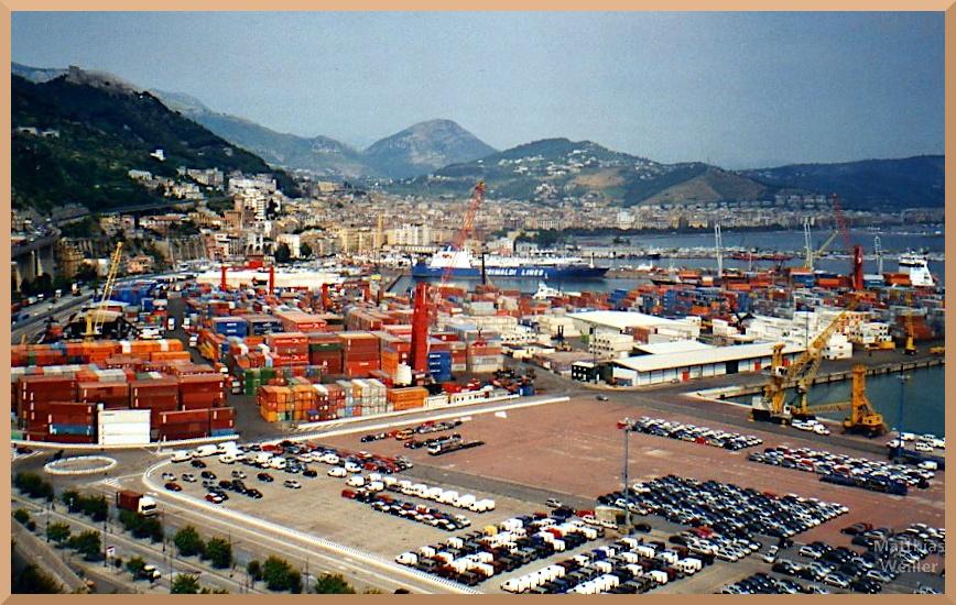 Containerhafen im runder Bucht, Salerno, weites Panorama