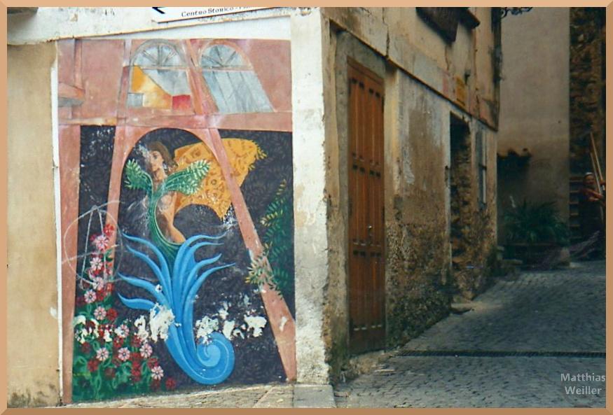 Blumen, Tintenfisch und Seejungfrau auf Fassadenfresko in Ascea-Velia