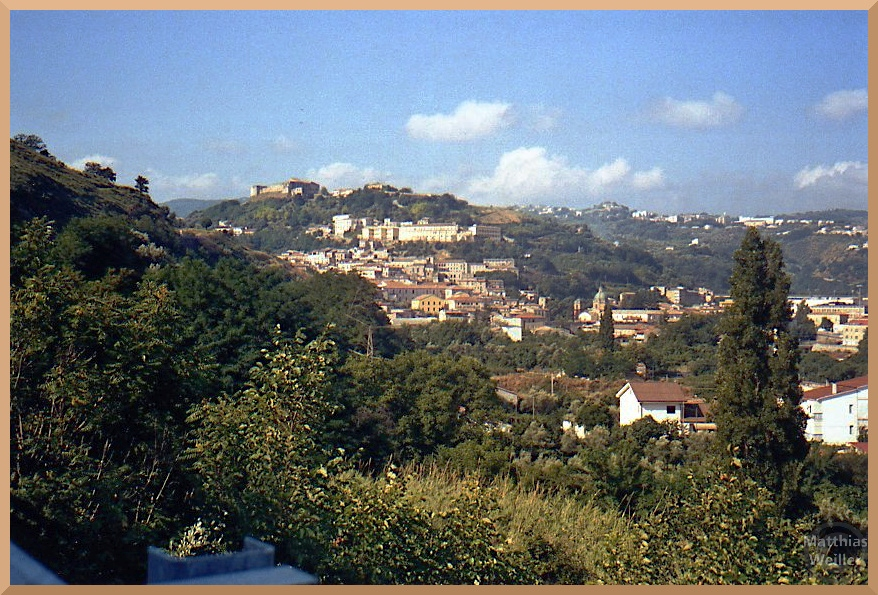 Panorama auf Cosenza, auf Hügel verteilt