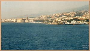 Panorama auf Messina vom Meer aus