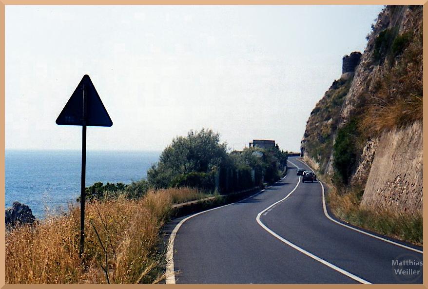 Meeruferstraße mit Fels Richtung Taormina
