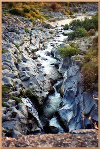 gumpenähnlich ausgeschliffenes Flussbett Alcantara