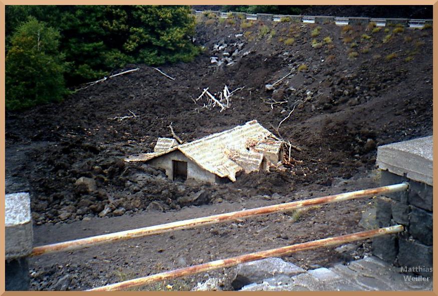 von Lava verschlucktes Haus, Ätna-Straße