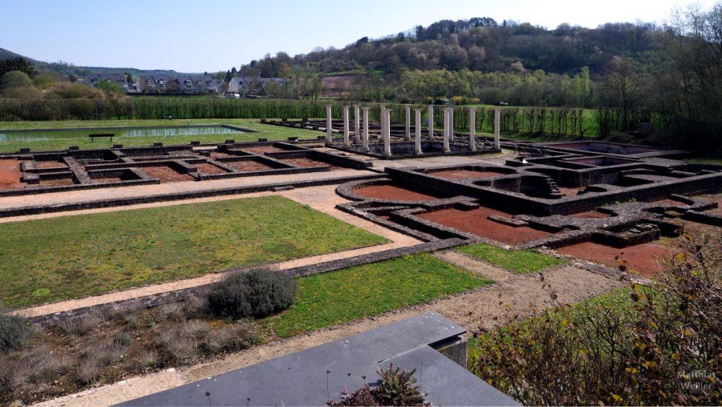 Überblick zur rechten Seite der raustaurierten Ausgrabungsfläche, Villa Romaine, Echternach