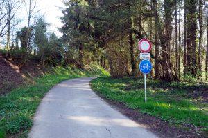 Fahrradwegschild zum Bahntrassenradweg, Berdorf - Echternach