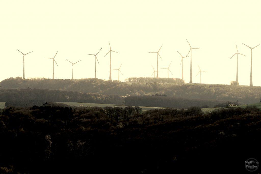 Windmühlenpark auf der Eifelhöhe, sepiafarben