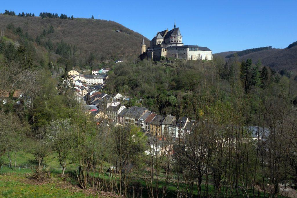 Altstadtbogen mit Burg Vainden, Gesamtperspektive