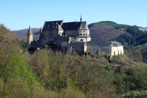 Burg Vianden, Gesamtansicht, selbe Höhe