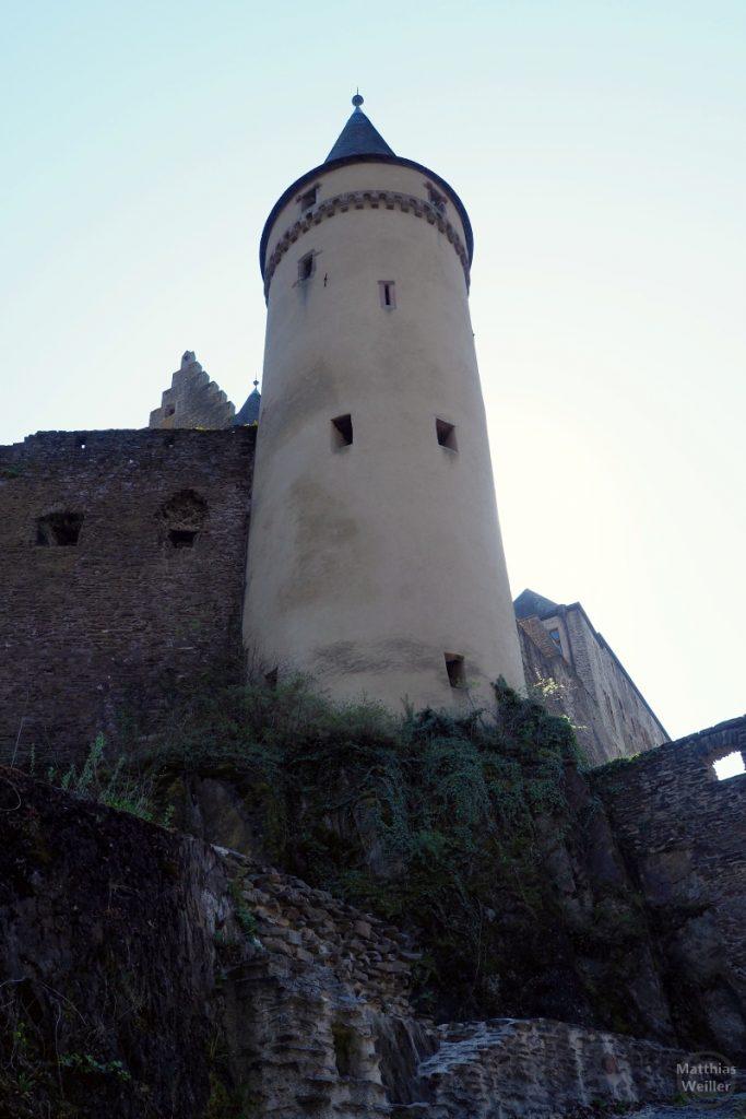 hellfarbeneer Rundturm, Froschperspektive, Burg Vianden