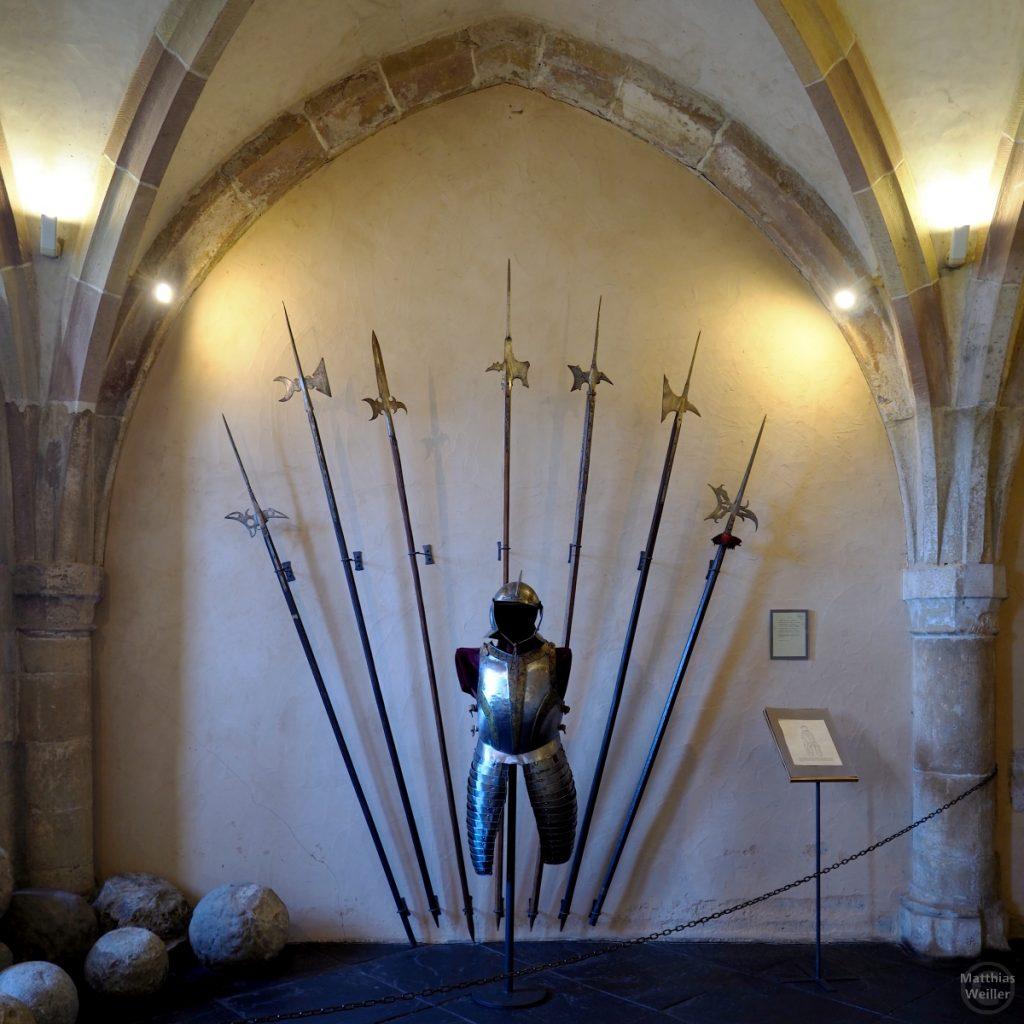 Fächer aus Ritterspeeren mit Ritterrüstung, Burg Vianden