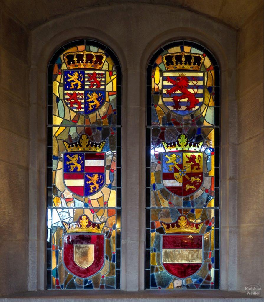 Buntglasfenster mit mehreren Herrscherwappen, Burg Vianden