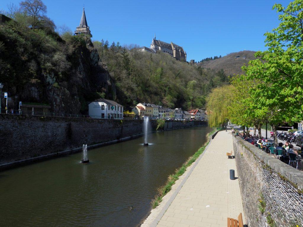Our mit Wasserfontäne, Uferpromenade und Burgblick, Vianden