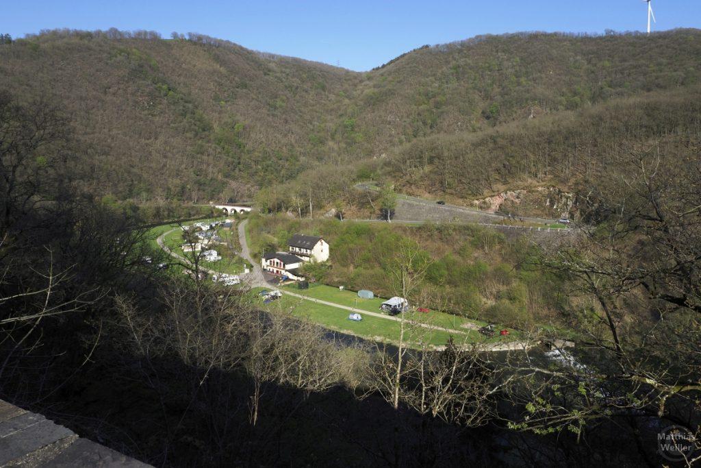 Sauer mit Camping in Flussbiegung, Bourscheid-Moulin