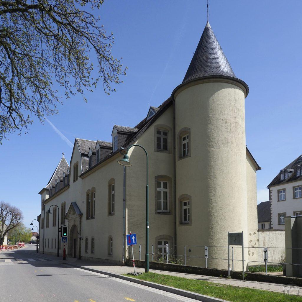 Schloss mit Rundturm und Kegeldach, Betzdorf