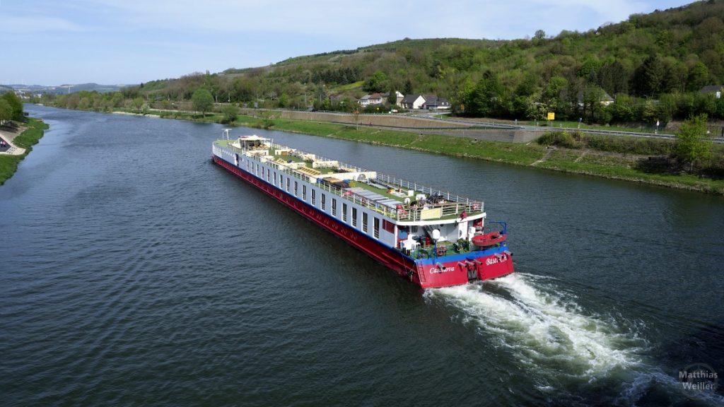 Mosel mit Ausflugsschiff bei Grevenmacher