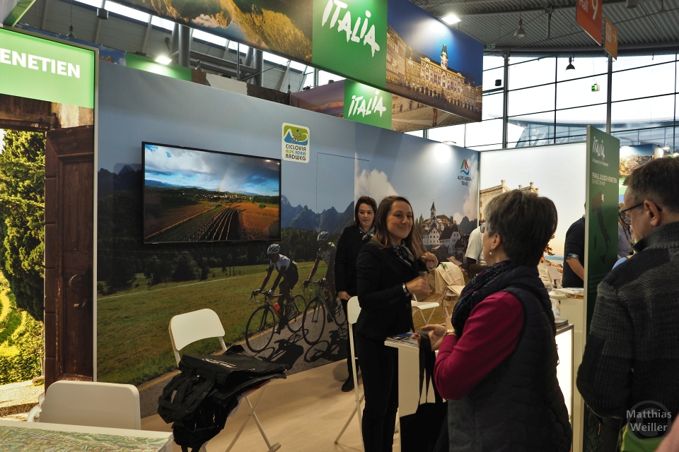 Messestand Italia mit Ciclovia Alpe Adria Radweg als Plakat