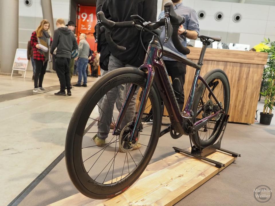 Carbon-Rennrad mit E-Motor