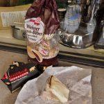 Nuss-Biber-Gebäck und würziger Käse aus Appenzell