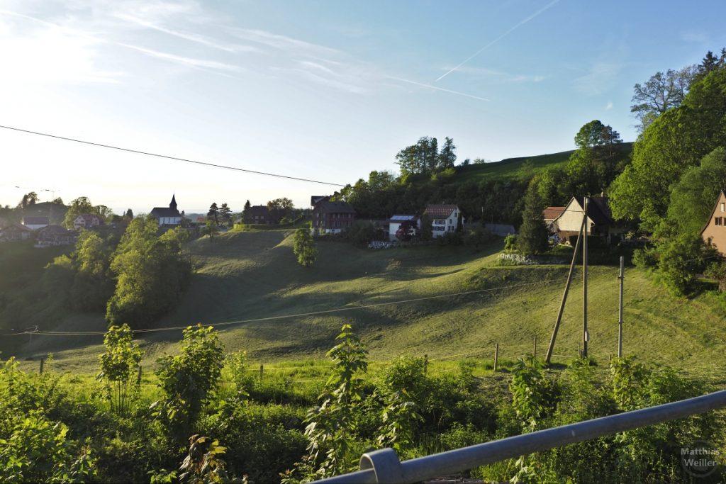Blick in Berghangkurve mit Sternenberg