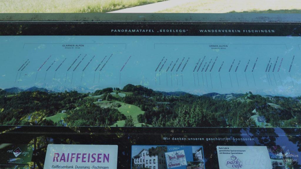 Infotafel zum Panorama auf Gipfelkette am Sädelegg