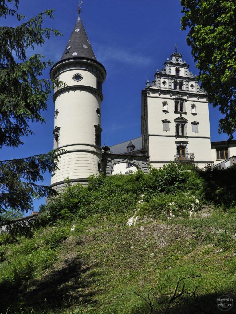 Burg Steinegg mit Rundtürmchen und Hauptfassade
