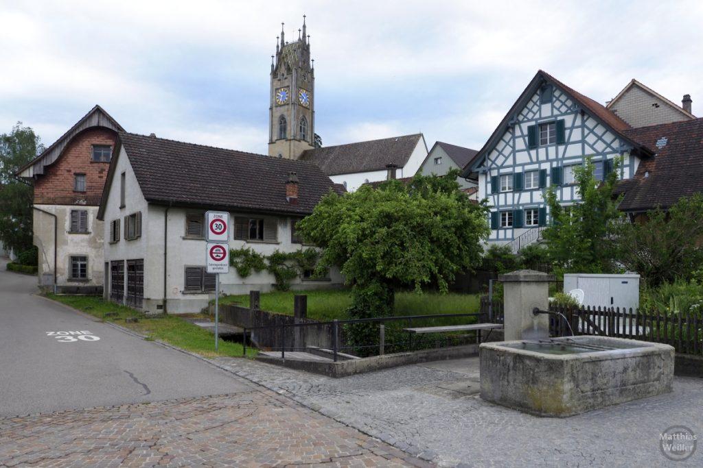 Ortsansicht Andelfingen mit Kirche, Fachwerk und Brunnen