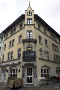 "Spitzeckwinkeliges Haus ""Albani"" in Winterthur"