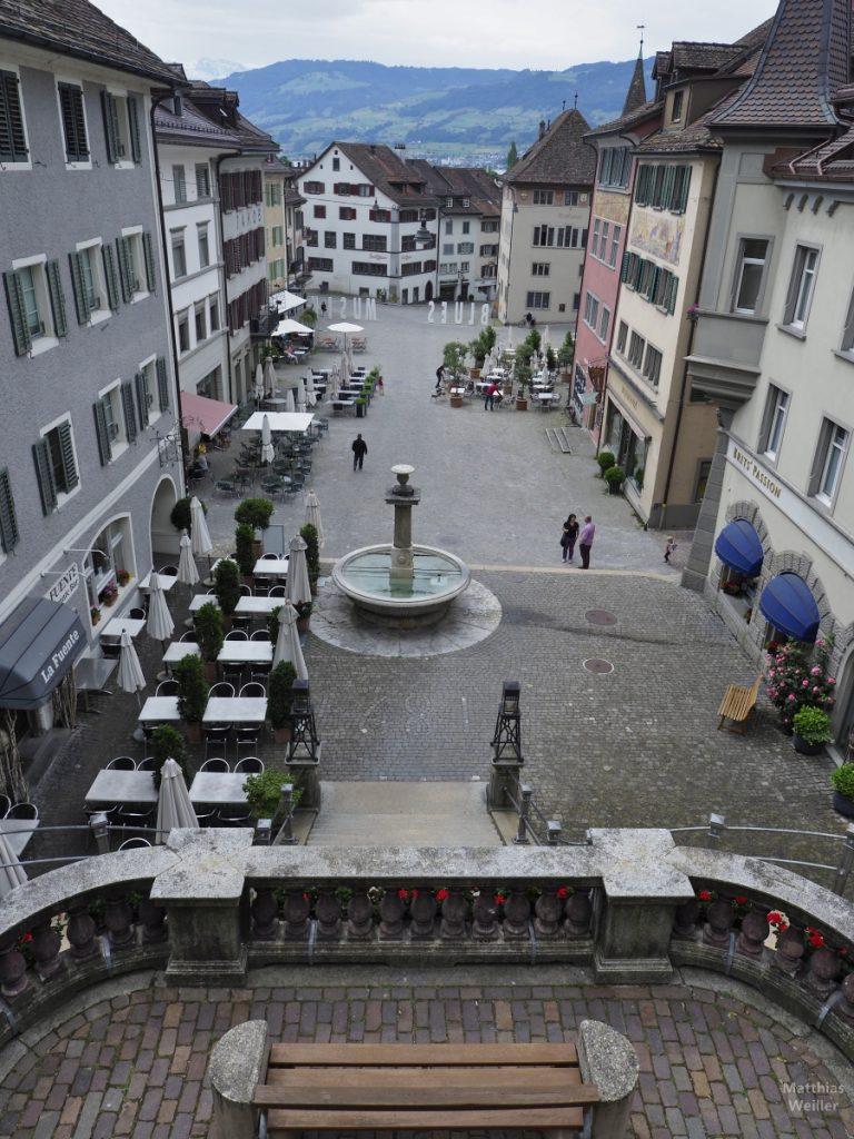 Blick aus Vogelperspektive von Schlosszufahrt auf Hauptplatz Rapperswil