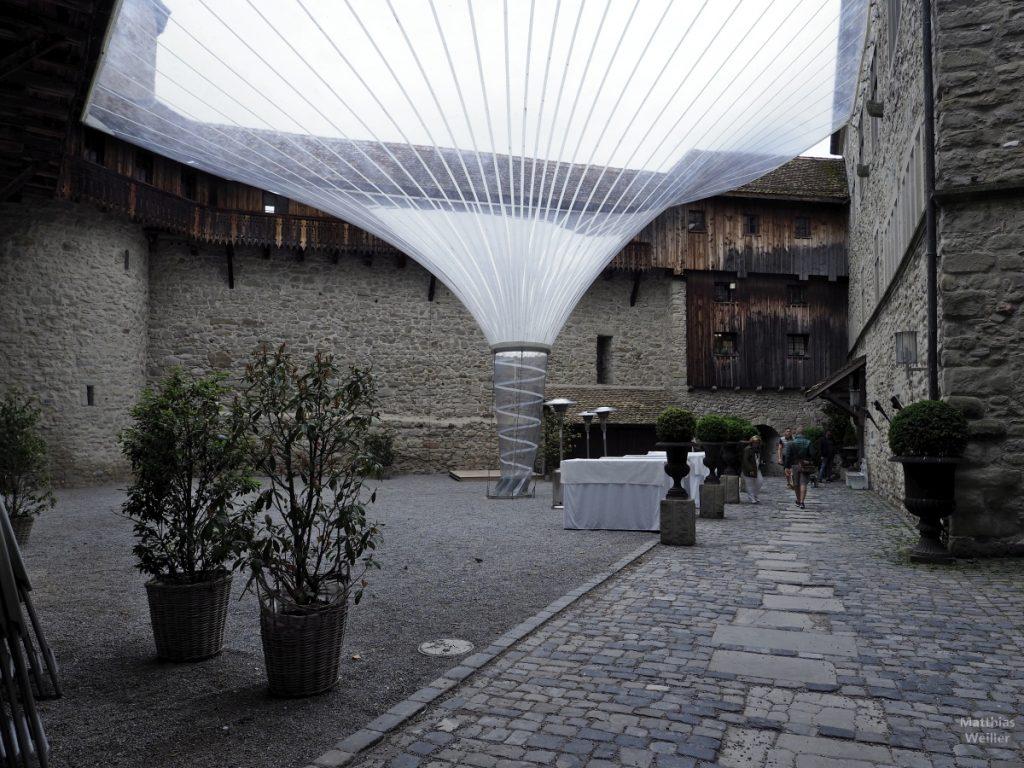Trichterplastikdach im Innenhof des Schlosses Rapperswil